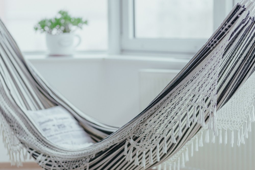 Hängmatta och härliga textilier kan ge uterummet det lilla extra